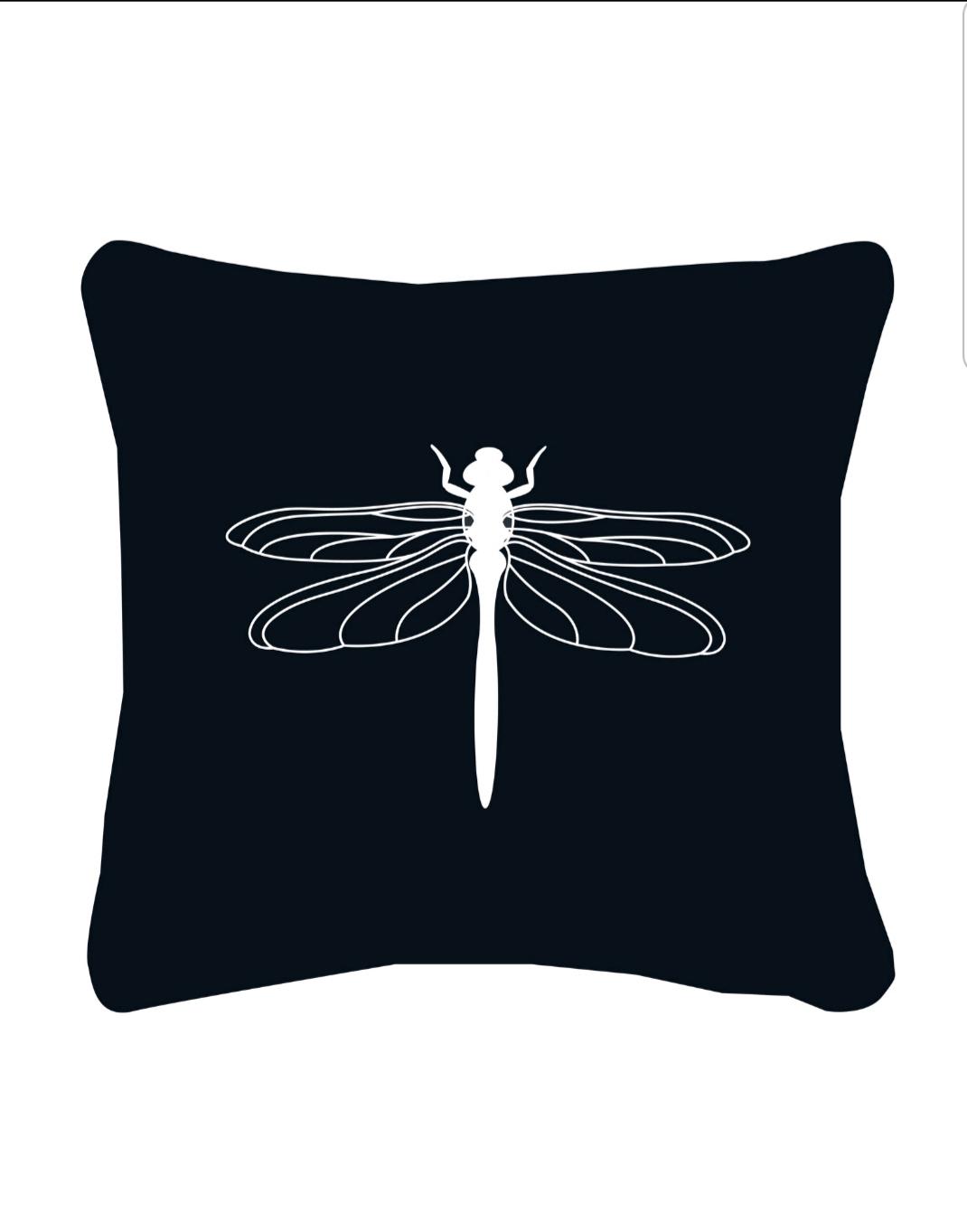 Buitenkussen zwart met witte libelle van Zoedt